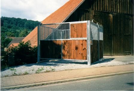 pferdeboxbau ausstellungsbox mit schiebet r und schwenkbarer trennwand. Black Bedroom Furniture Sets. Home Design Ideas